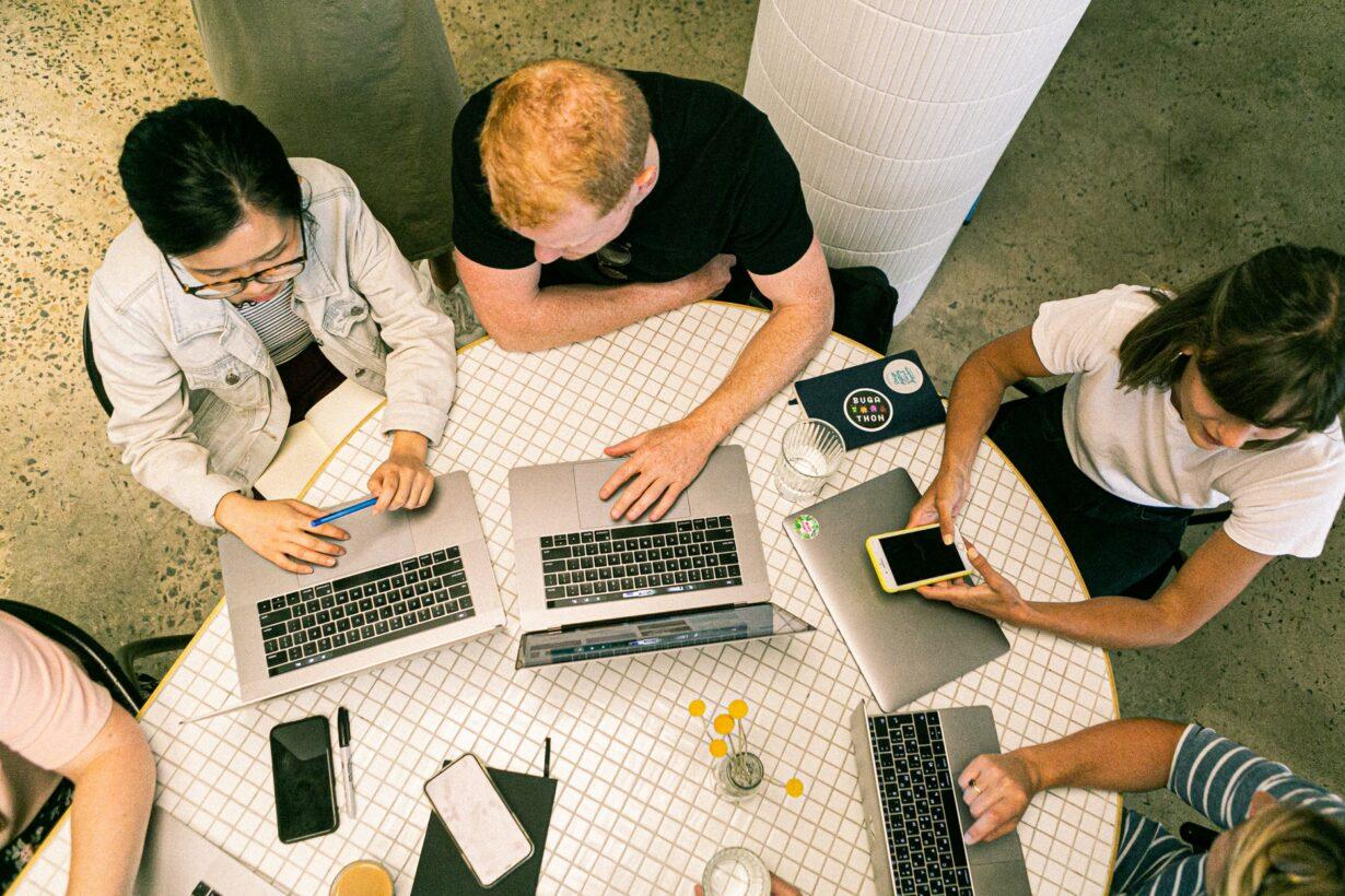 Grupo de profesionales del marketing digital para eventos